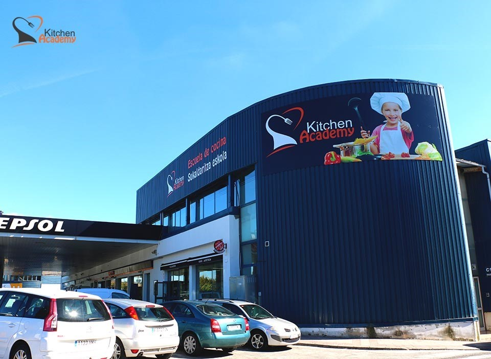 Kitchen Academy sale de la capital y aterriza en el País Vasco